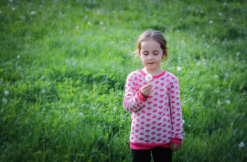 Как научить ребёнка сморкаться в 3 года