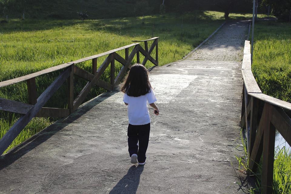 Ребёнок ходит на носочках в 2 года: причины