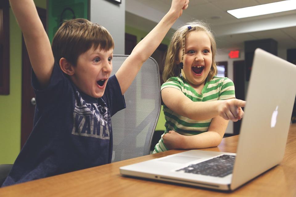 Как вытащить ребенка из телефона или компьютера?