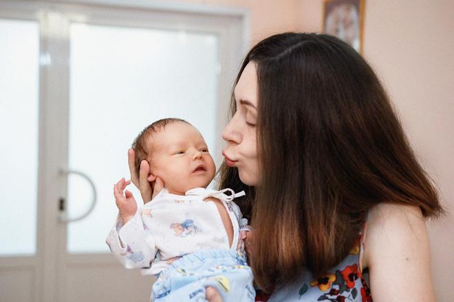 Почему так важно общаться с новорожденным ребенком