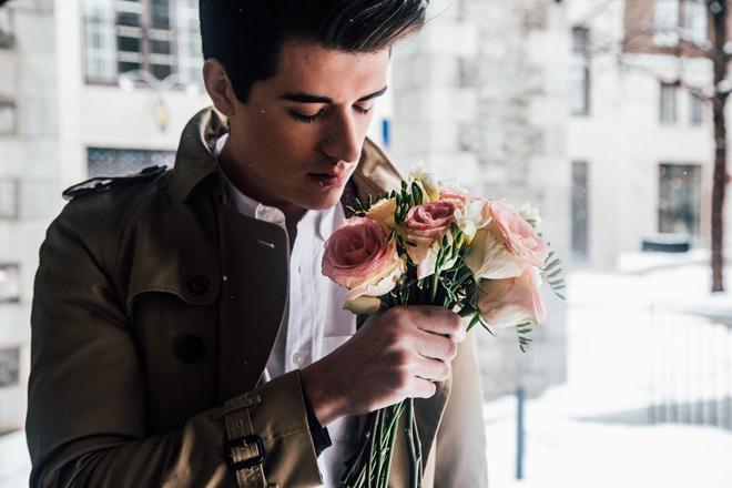 Как понять, что мужчина влюблен: 5 неявных признаков