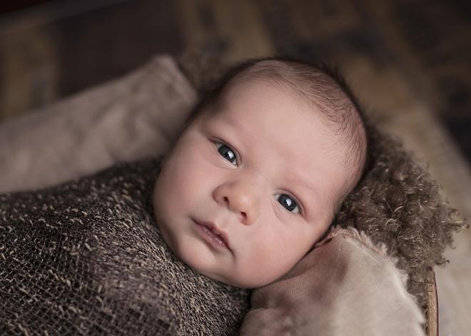 Когда меняются глаза у новорожденных детей