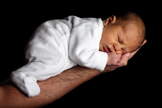 Прогулки с новорожденным – когда выходить в первый раз